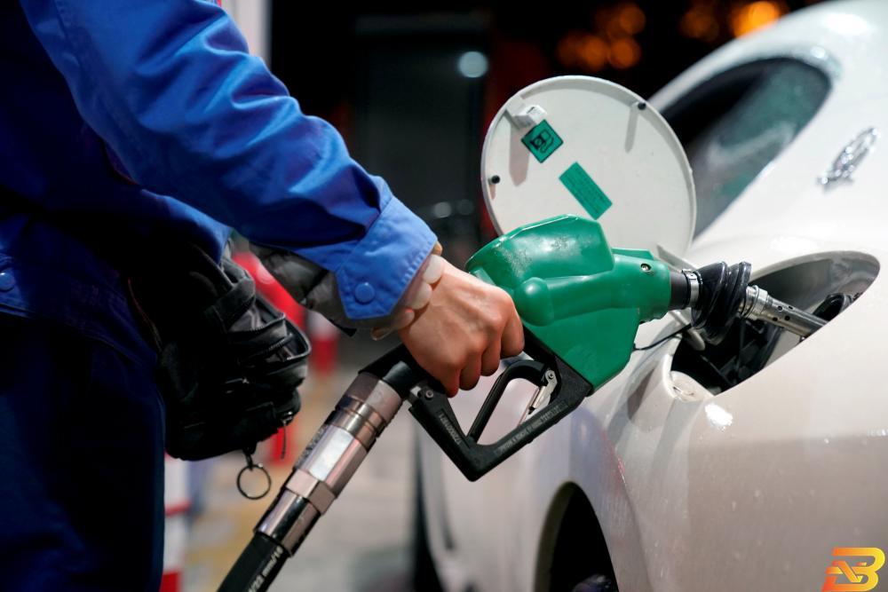 لتر البنزين 'في العلالي' ولا تغيير على سعر السولار